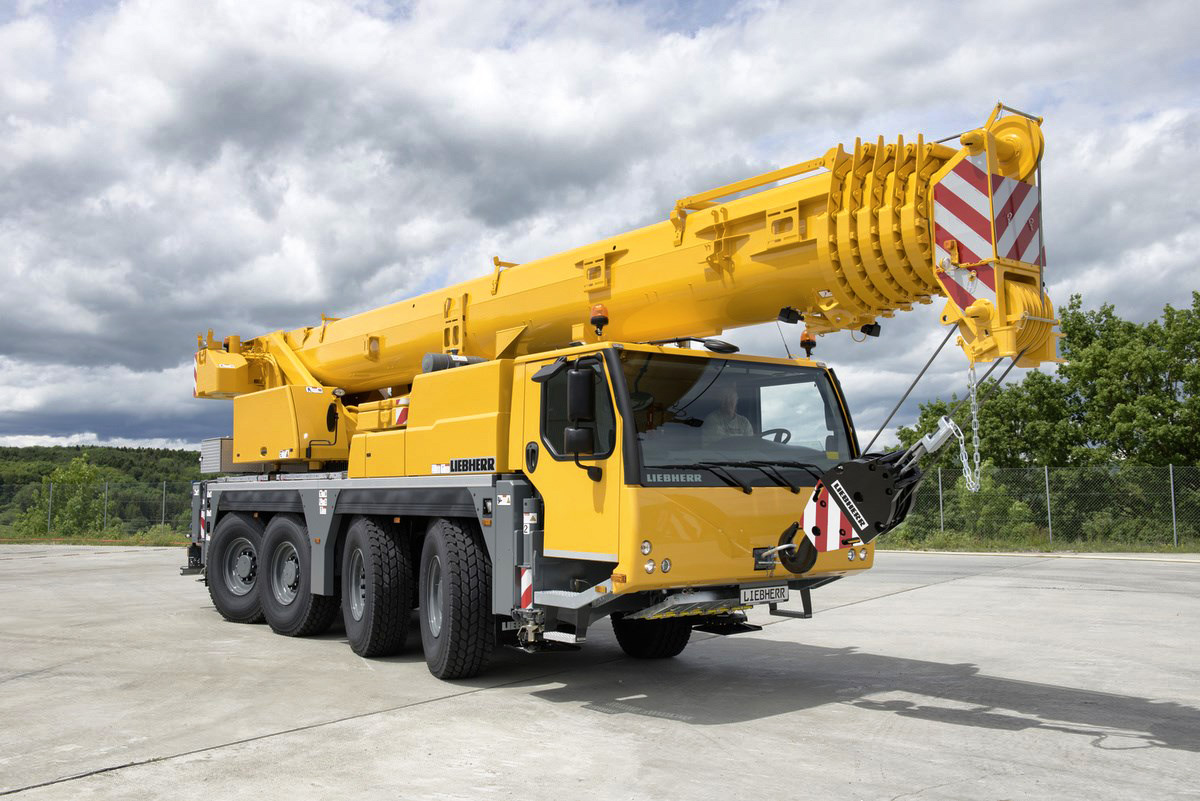 liebherr-ltm-1070-4.2-driving-position-front-right-landscape